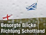 Schottische und englische Fahne
