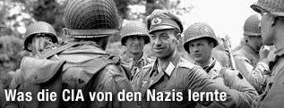 Amerikanische und deutsche Soldaten am Ende des zweiten Weltkrieges