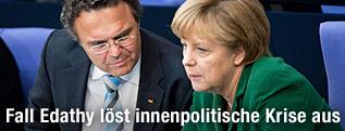 Deutschlands Kanzlerin Angela Merkel und Minister Hans-Peter Friedrich