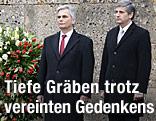 Bundeskanzler Werner Faymann und Vizekanzler Michael Spindelegger bei der Kranzniederlegung