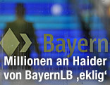 Logo von BayernLB auf einer Glastür