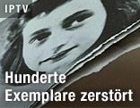 Zerstörtes Buch mit Foto von Anne Frank