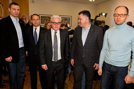 Deutscher Außenminister Frank-Walter Steinmeier mit Oppositionsführern