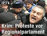 Zusammenstoß zweier Protestgruppen