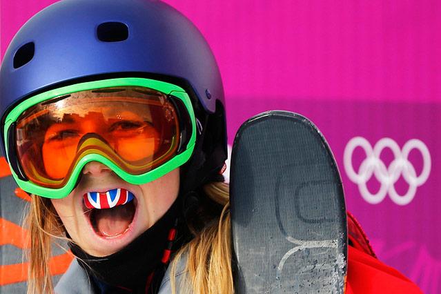 Britische Skifahrerin mit Union-Jack-Zahnschutz