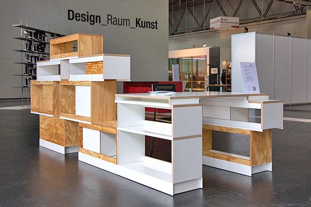 rundgang durch die messe news. Black Bedroom Furniture Sets. Home Design Ideas