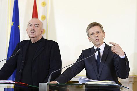 Kulturminister Josef Ostermayer (R.) und Georg Springer, Geschäftsführer der Bundestheater Holding und Aufsichtsratsvorsitzender der Burgtheater GmbH