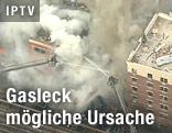 Rauchschwade über Gebäude