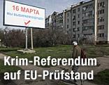 Ein Plakat wirbt für das Referendum auf der Halbinsel Krim