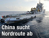 Nach Flugzeugresten suchendes chinesisches Schiff
