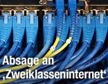 Kabel in einem Serverraum