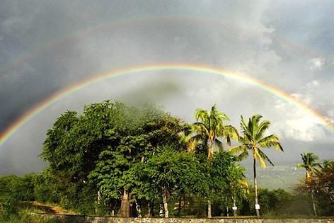 Regenbogen über Saint Denis de la Reunion