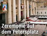 Blick auf die Zeremonie auf dem Petersplatz