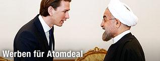 Außenminister Sebastian Kurz grüßt den iranischen Präsidenten Hassan Rouhani