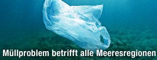 Plastiksackerl auf dem Meeresboden