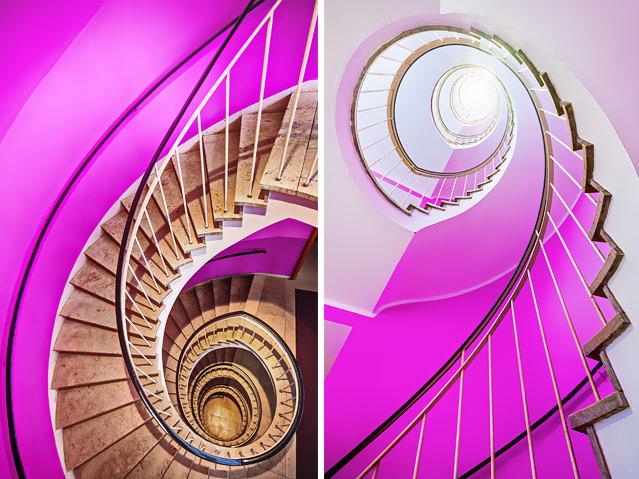 Zwei Fotos zeigen den Blick nach oben und nach unten in einem spiralförmigen Stiegenhaus