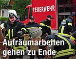 Feuerwehr bei Aufräumarbeiten