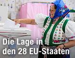 Eine ungarische Wählerin in Tracht im Wahllokal