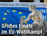 Pallas-Athene-Brunnen vor dem Parlament mit EU-Fahne im Hintergrund