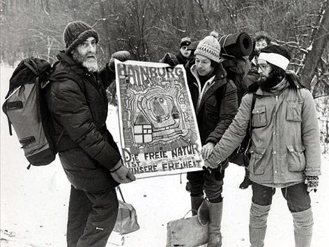 Friedensreich Hundertwasser bei der Aubesetzung im Dezember 1984
