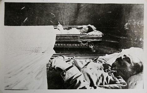 Franz Ferdinand und Ehefrau Sophie kurz nach dem Attentat aufgebahrt