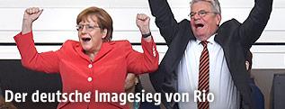 Angela Merkel und Joachim Gauck jubelnd