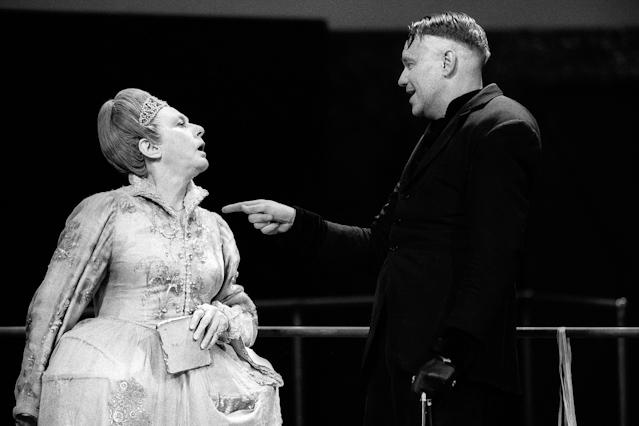 """Anneliese Römer und Gert Voss in """"Richard III."""""""