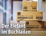 Gestapelte Amazon-Pakete