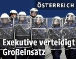 Polizisten in Spezialausrüstung