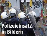 Polizisten bei der Räumung eines Wohnhauses in Wien