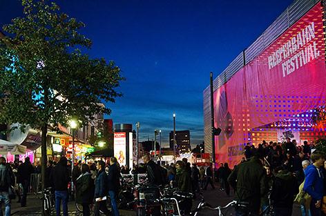 Spielbudenplatz während dem Reeperbahnfestival in Hamburg