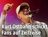 Willi Resetarits alias Dr. Kurt Ostbahn während eines Konzertes in Wien
