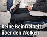 Enger Sitzplatz in einem Flugzeug