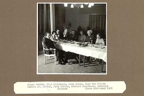 Franz Werfel, Frau Hauptmann, Otto Zarek, Hans von Hülsen, Hofrat Dr. Lothar, Alma Mahler, Gerhart Hauptmann, Adrienne Gessner, 1932