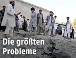 Aufräumarbeiten nach einem Bombenanschlag in Afghanistan