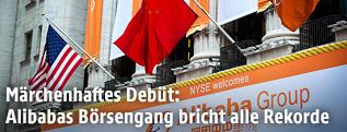 US- und Chinaflagge an der Wall Street