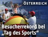 Besucher beim Tag des Sports am Wiener Heldenplatz