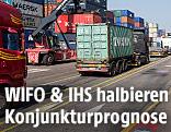 Lastwägen zwischen Containern