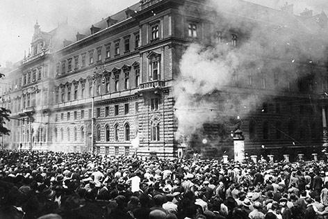 Justizpalastbrand in Wien, 1927