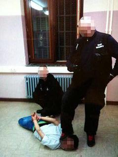Sicherheitskräfte misshandeln Asylwerber