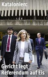 Anwälte verlassen das Verfassungsgerichtsgebäude in Madrid