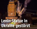 Lenin-Statue in der Ukraine wird gestürzt