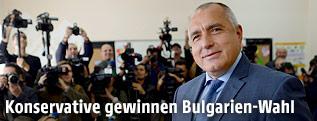 GERB-Parteichef Bojko Borissow bei der Stimmabgabe zur Parlamentswahl in Bulgarien