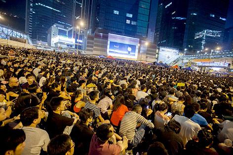 Aktivisten für mehr Demokratie in Hongkong demonstrieren gegen die Gewalt bei Protesten in Mong Kok