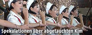 Nordkoreanische Künstlerinnen bei  den Feierlichkeiten zum 68. Jahrestag der Arbeiterpartei