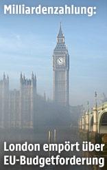 Nebel umhüllt Big Ben und Houses of Parliament in London
