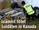 Kanadischer Polizist untersucht ein hawariertes Auto