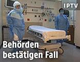 Krankenhausangestellte in Schutzkleidung