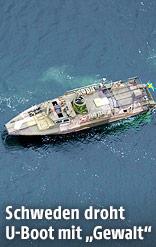 Lauftaufnahme eines schwedischen Marineschiffes