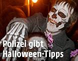 Menschen mit Halloween-Verkleidungen